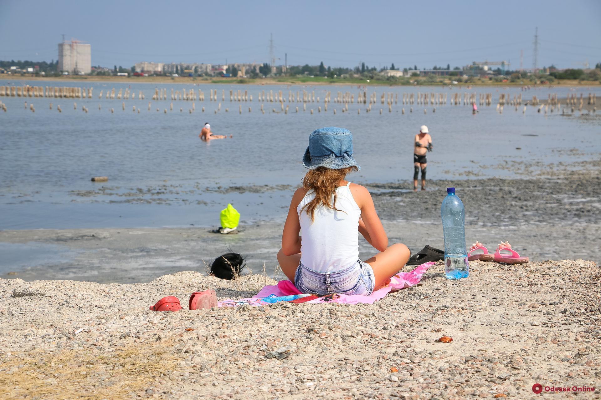 Отдых по-куяльницки: «черные» люди и белые берега (фоторепортаж)