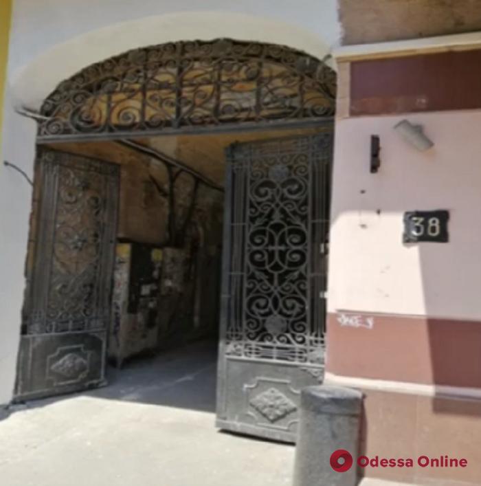 В одесских двориках пересчитывают старинные ворота и двери