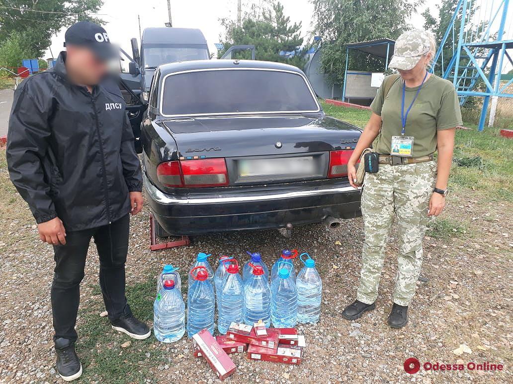 Тайники в авто: в Одесской области украинец перевозил контрабандные сигареты и спирт