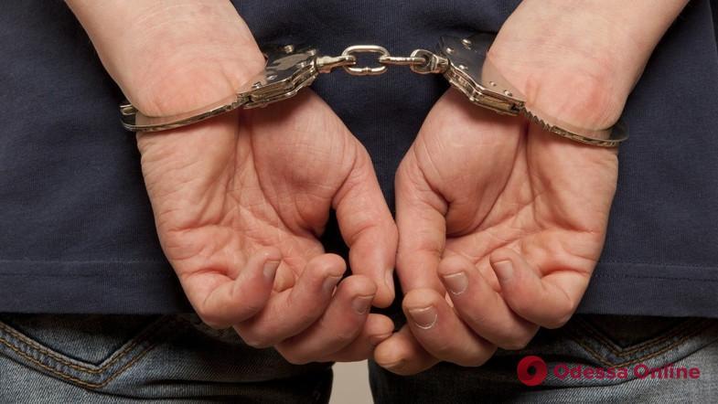 Насиловал малолетнюю падчерицу: в Одессе задержали педофила