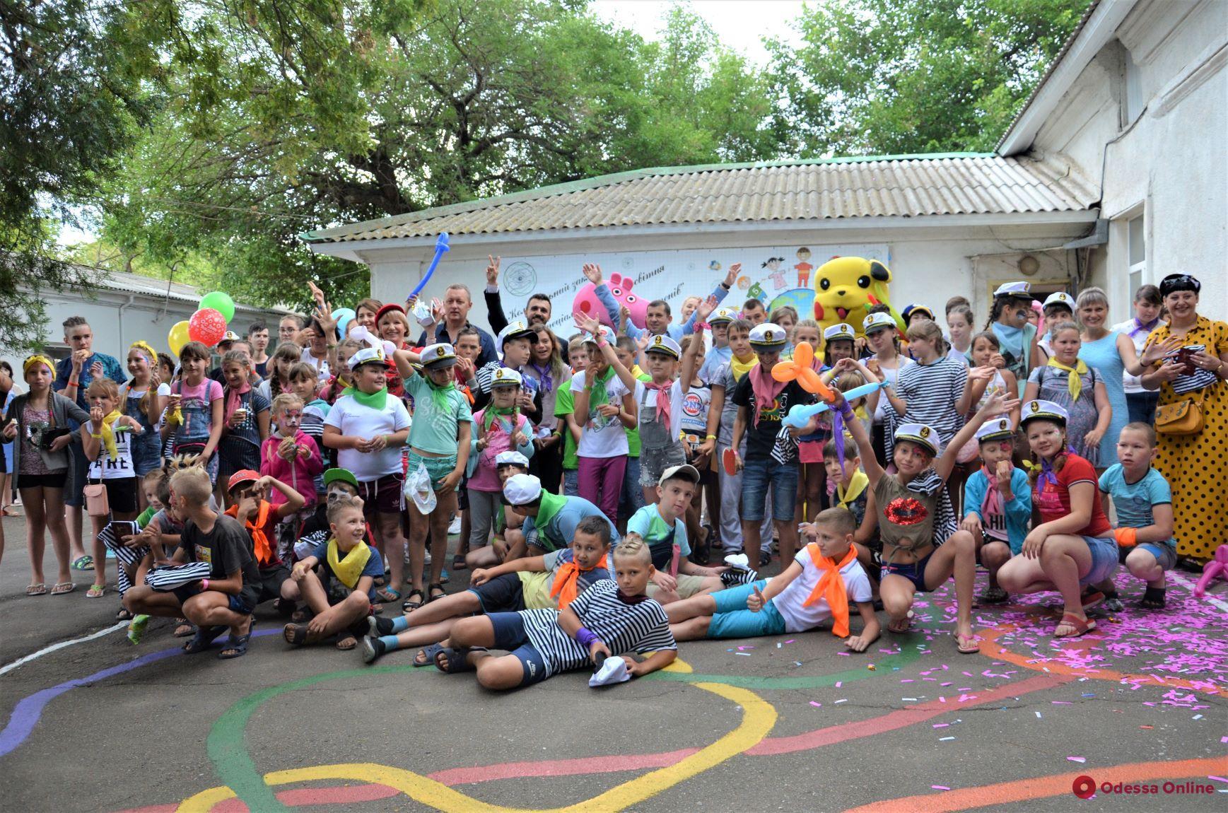 Мастер-класс на каяках и мороженое: в Одессе отдыхают дети из прифронтовой зоны