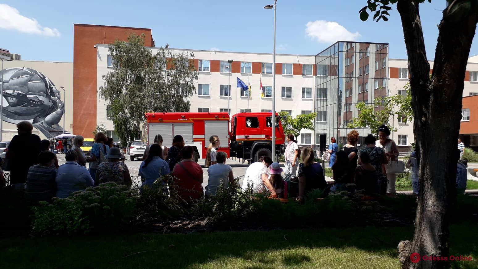 Одесса: из Киевской райадминистрации и новой мэрии эвакуируют людей