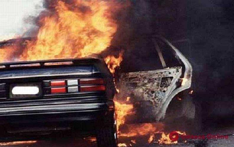 На Малой Арнаутской горел Nissan (видео)