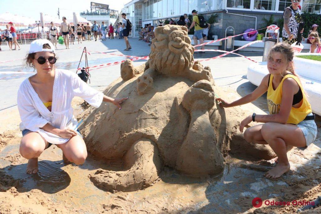 Русалка-одесситка, тетя Циля и морж: на Ланжероне создавали скульптуры из песка (фото)