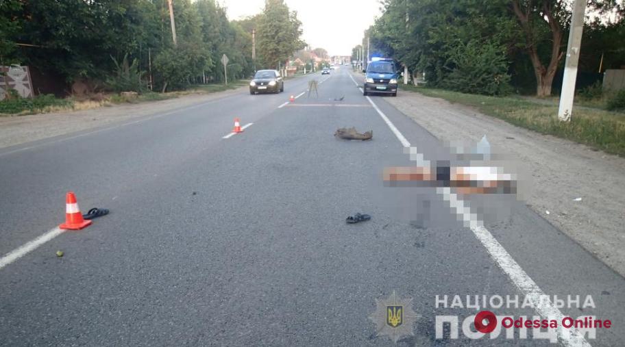 Под Одессой водитель «Лексуса» насмерть сбил пешехода и скрылся (обновлено)