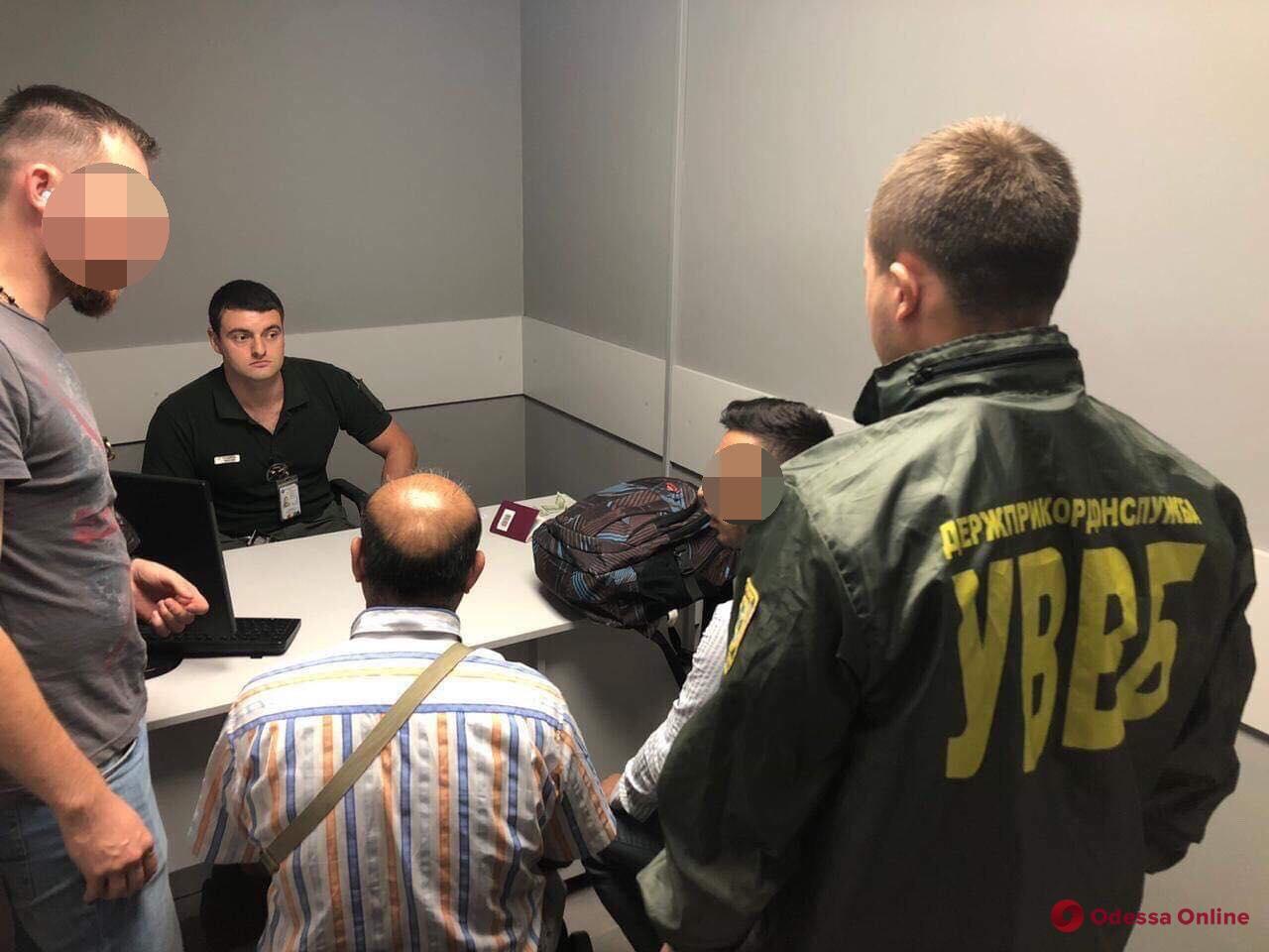 В Одесском аэропорту двое иностранцев пытались подкупить пограничника