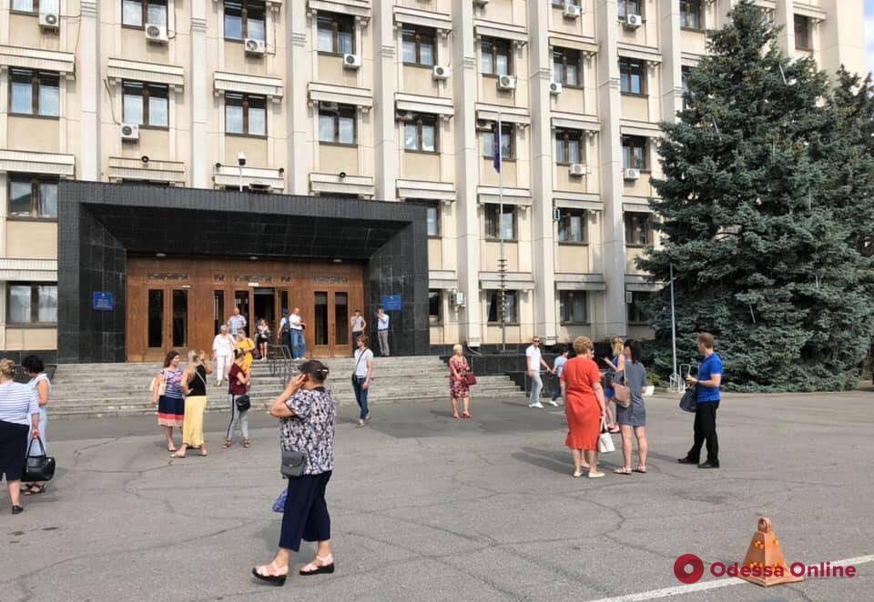 В здании Одесской облгосадминистрации снова ищут бомбу