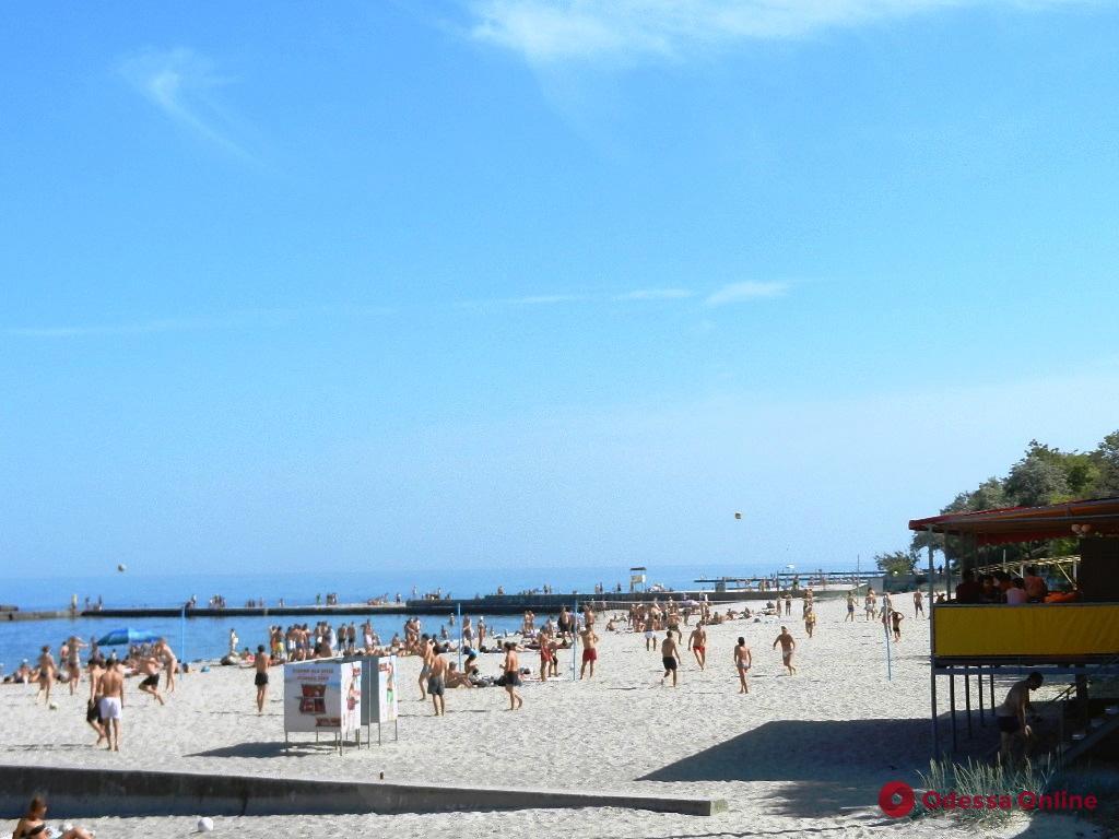 Одесситов и гостей города просят не купаться на пляже в районе 13-й станции Фонтана