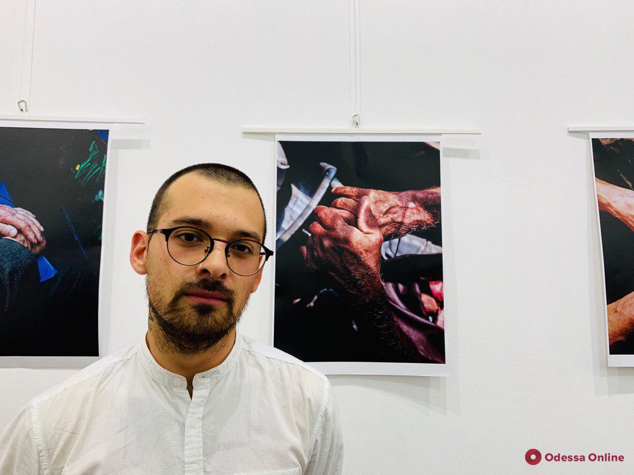 В Одессе открылась фотовыставка «говорящих» рук