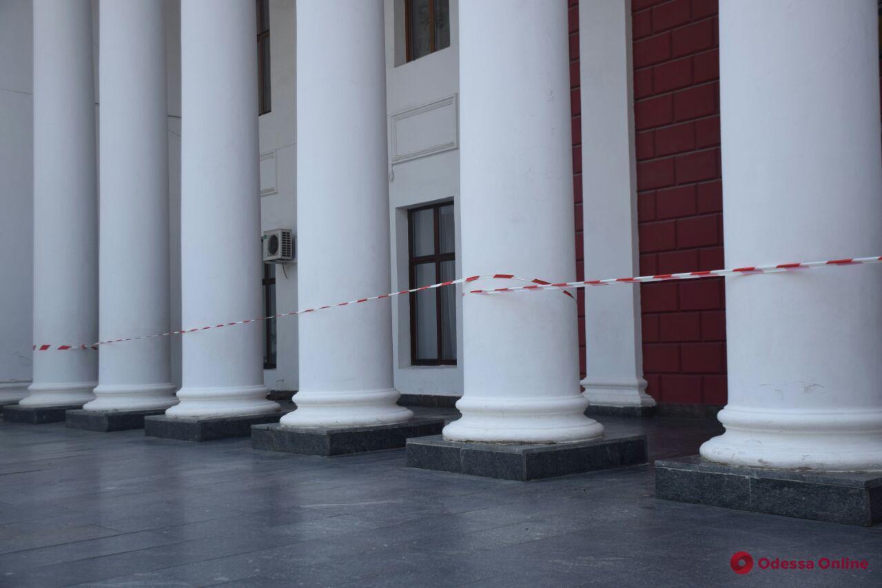 В Одесской мэрии ищут бомбу