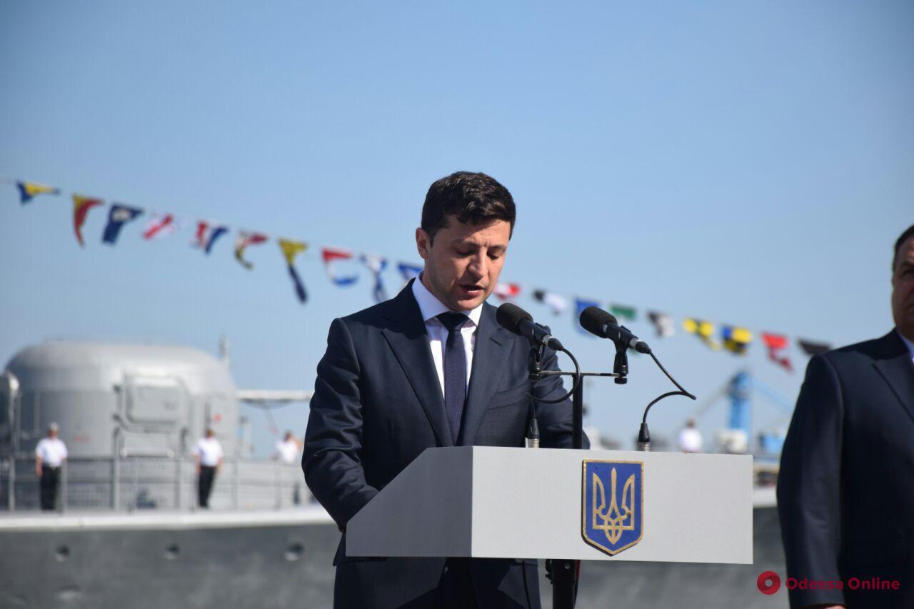В Одессе президент поздравил военных моряков с Днем ВМС