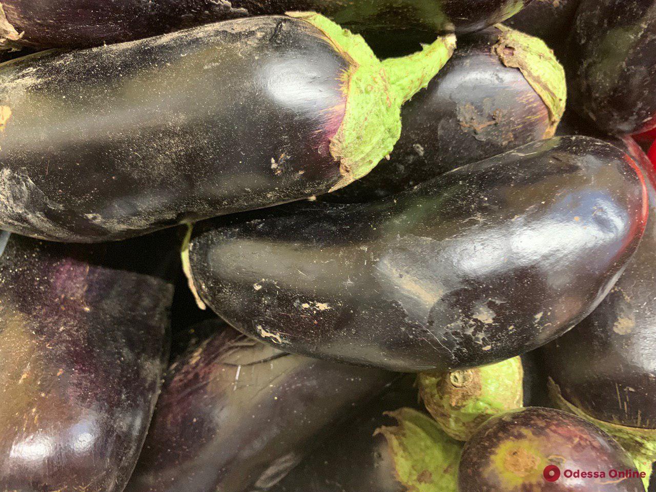 Малина, персики и кукуруза: воскресные цены на одесском «Привозе»