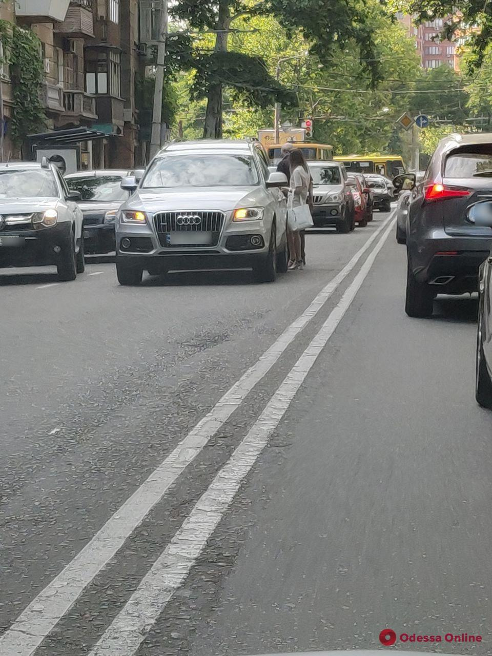 На проспекте Шевченко из-за ДТП образовалась пробка