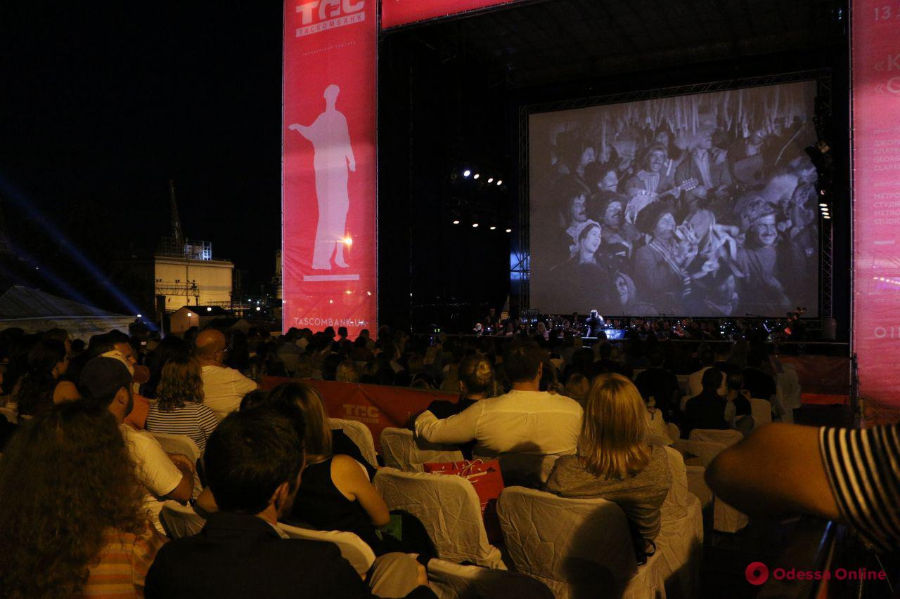 На Потемкинской лестнице показали черно-белый голливудский фильм «Казаки» (фото)