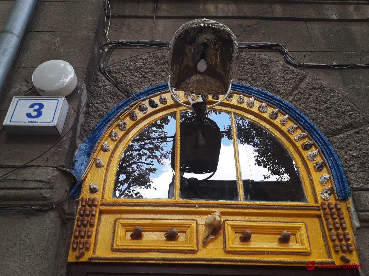 Самый креативный одесский дворник превратил свой квартал в арт-объект