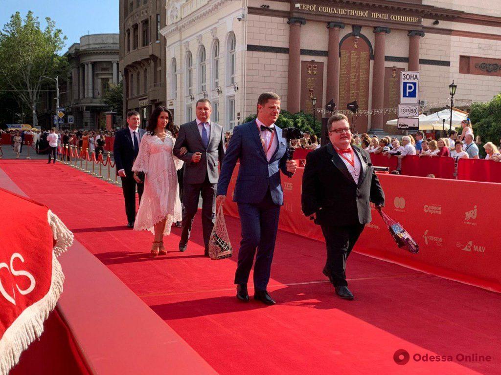 Закрытие ОМКФ-2019: началось шествие по красной дорожке (фото, обновляется)