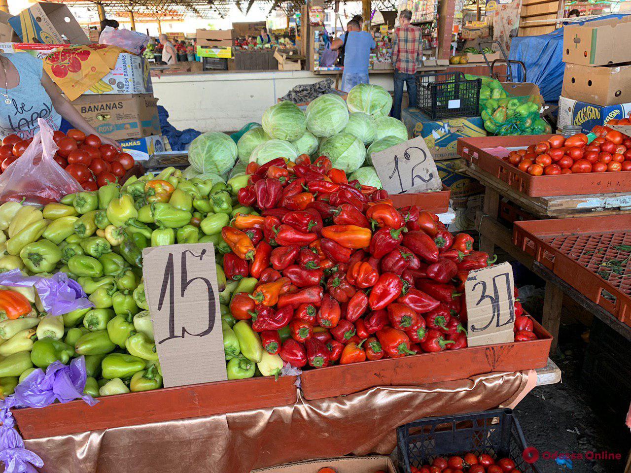 Инжир, сельдерей и спаржа: воскресные цены на одесском «Привозе»