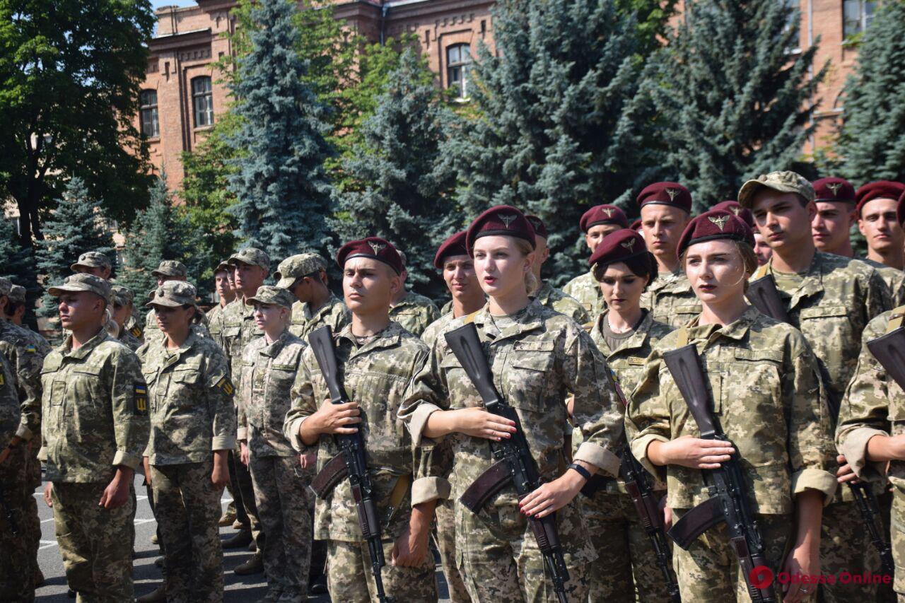 В Одесской военной академии 300 офицеров запаса приняли присягу на верность Украине