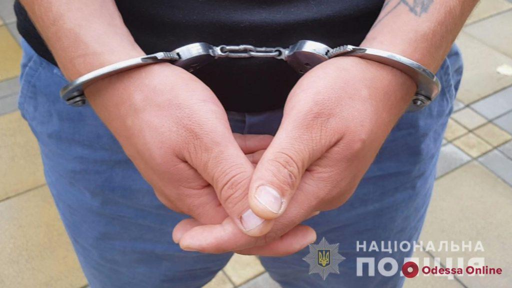 В Одессе разбойники под видом полицейских ворвались в квартиру и ограбили туристов