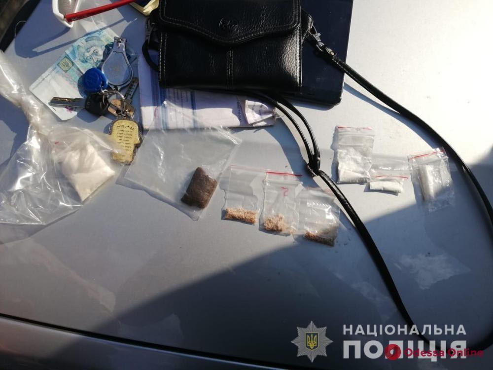 В BMW одессита обнаружили наркотики