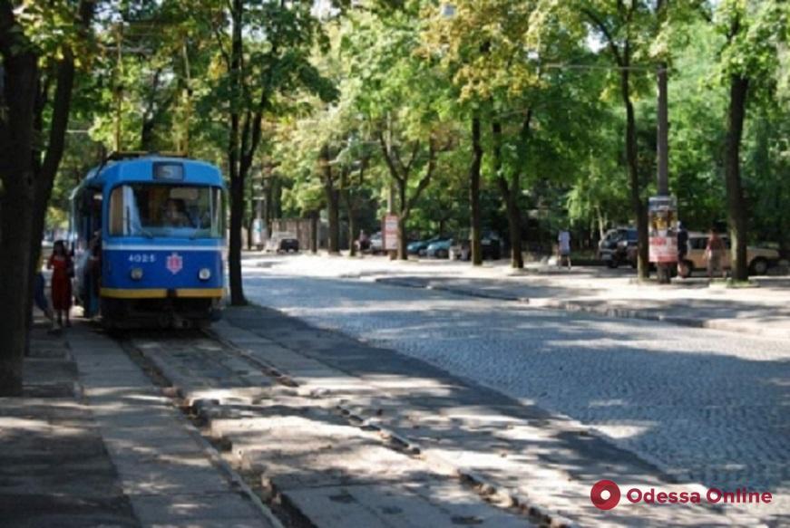 Из-за ДТП на Французском бульваре временно не ходит трамвай № 5