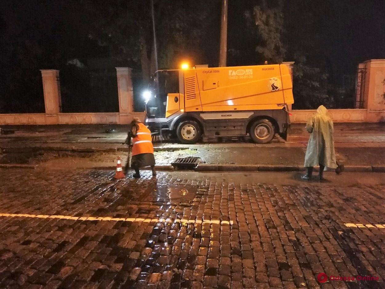 Одесские коммунальщики получат премии за свою работу в ночь непогоды