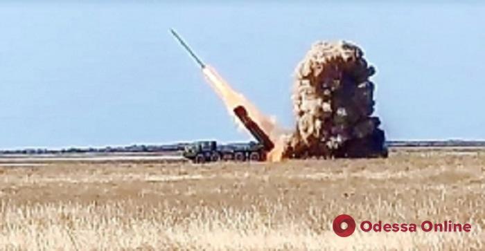 На юге Одесской области снова запускали новые ракеты (видео)