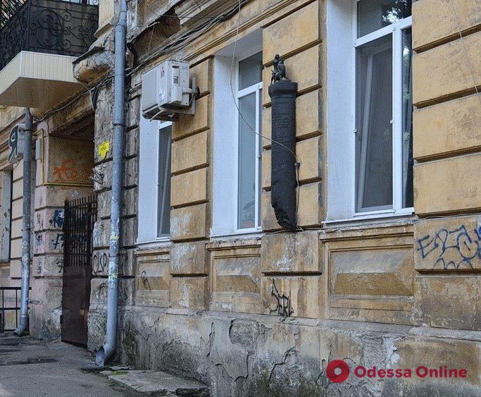 Вандалы повредили скульптуру в центре Одессы