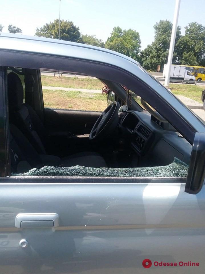 Под Одессой расстреляли автомобиль – водитель ранен