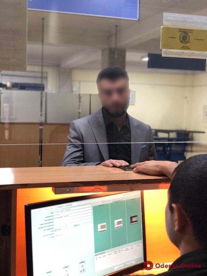 В Одесском аэропорту задержали двух турков с поддельными загранпаспортами