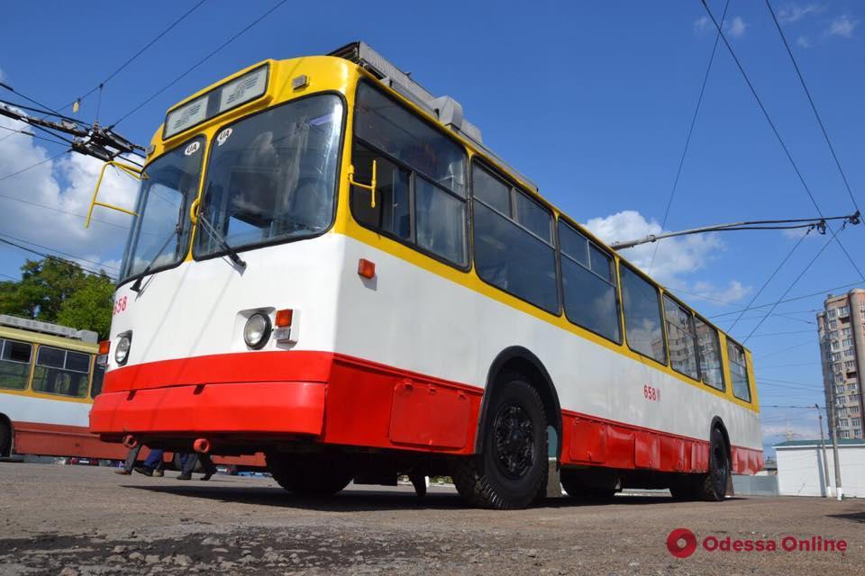 В мастерских «Одесгорэлектротранса» вдохнули новую жизнь в старенький троллейбус