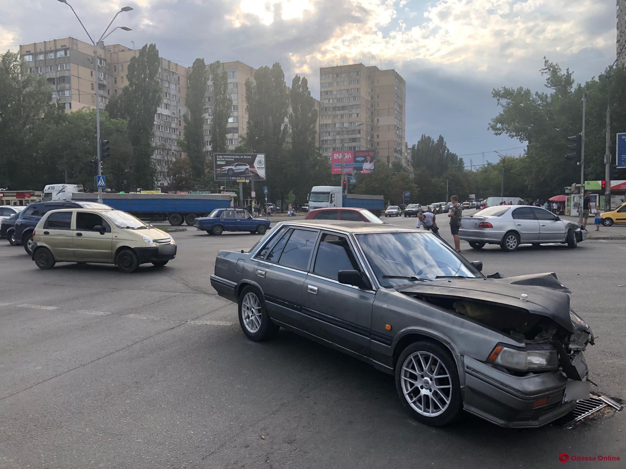 На поселке Котовского не поделили дорогу две легковушки