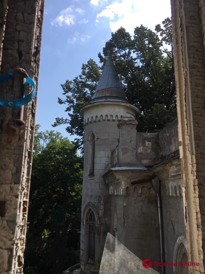 «Корпорация монстров» благодаря забегу хочет спасти замок на Французском бульваре