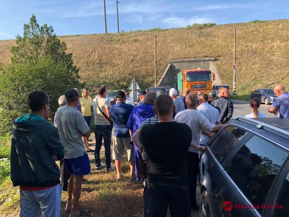 Жители Раздельнянского района перекрыли дорогу (обновлено)