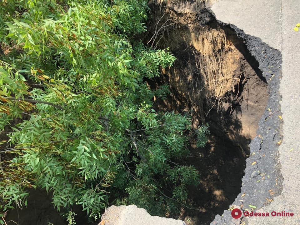 В Одесской области поврежденную из-за непогоды трассу отремонтируют до конца недели (видео)