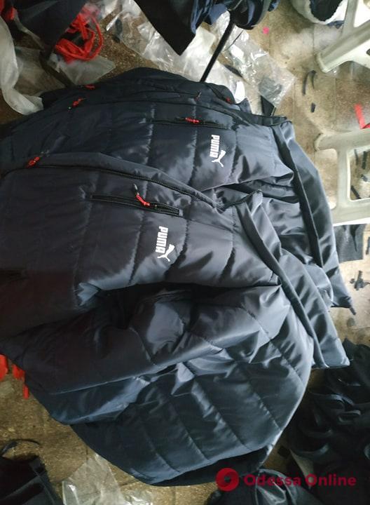 На Балковской активисты «накрыли» нелегальную швейную фабрику (фото, видео)