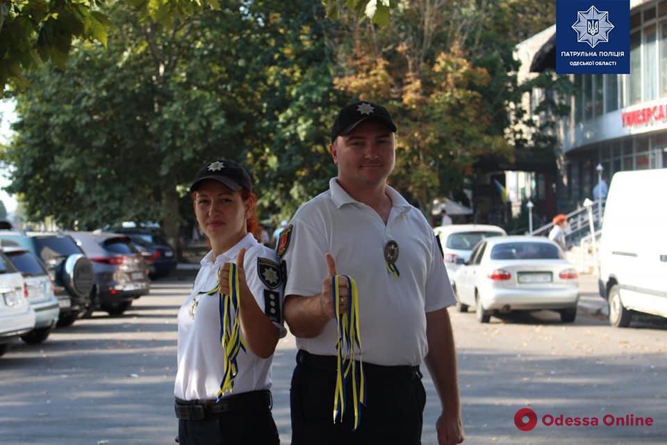 В День флага одесские патрульные устроили необычный флешмоб (фото)