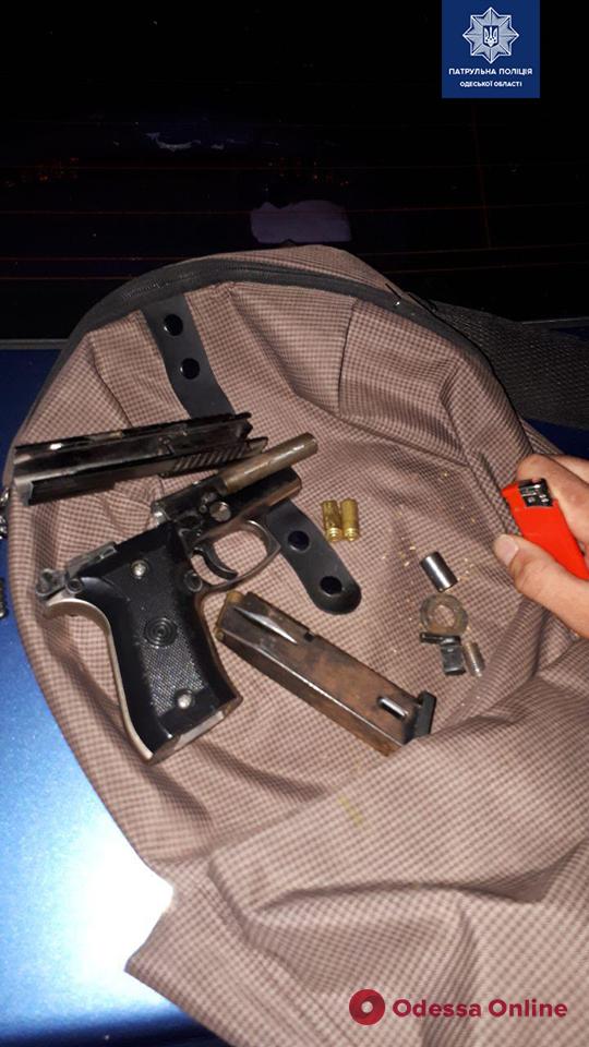 Одесские патрульные нашли оружие у водителя-нарушителя