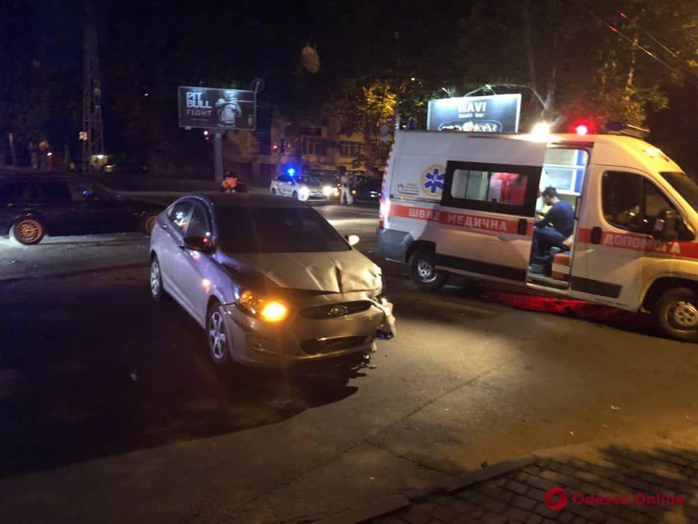 В сокрушительном ночном ДТП на Адмиральском проспекте пострадал водитель BMW (видео)