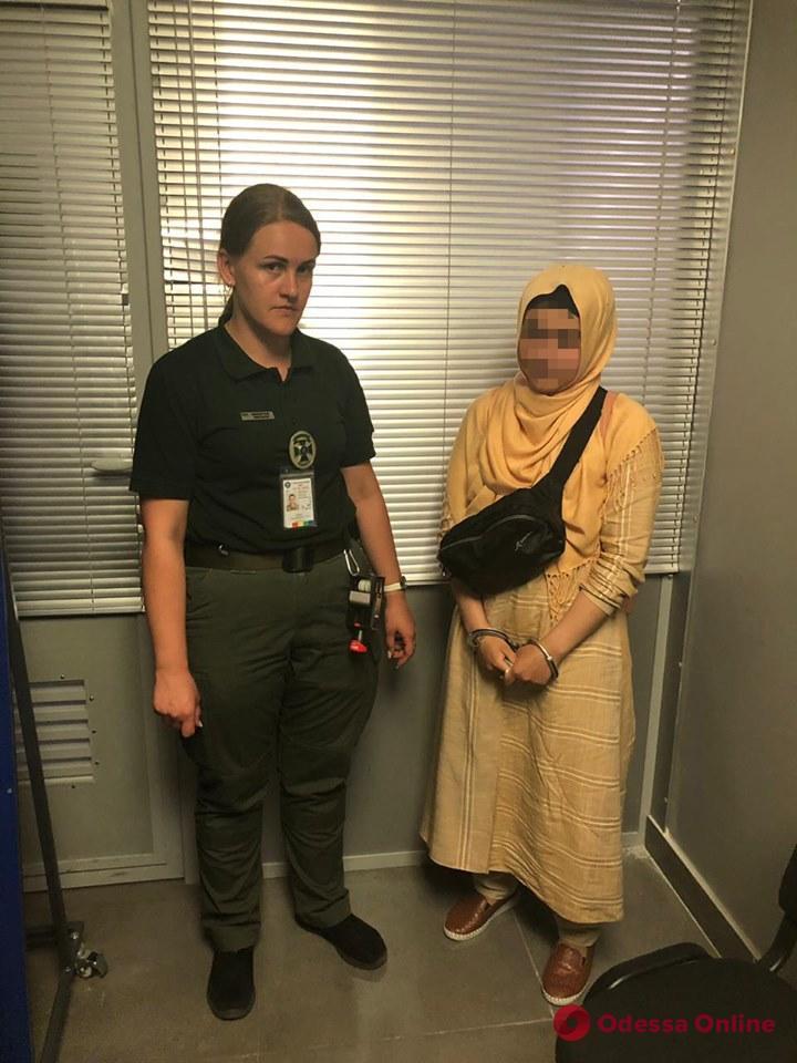 В Одесском аэропорту задержали женщину-боевика
