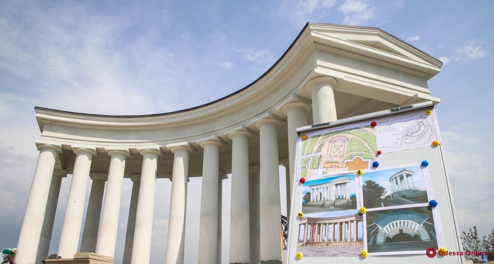 Одесса: в канун Дня города откроют отреставрированную Воронцовскую колоннаду
