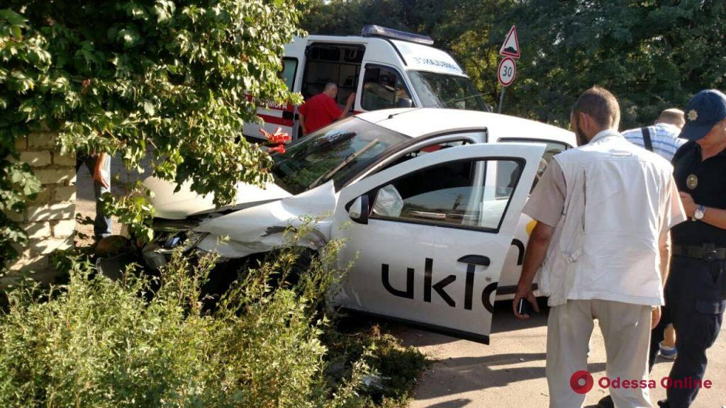 В Одессе Mercedes столкнулся с такси