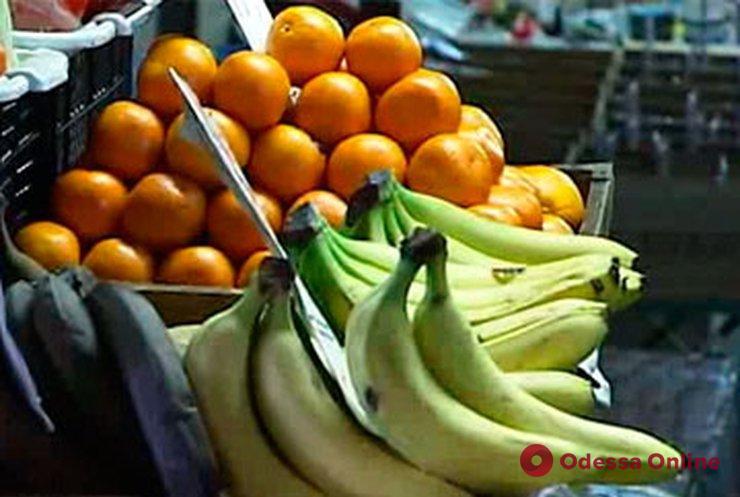 Продавцы стихийного рынка на Черемушках готовы бороться за «рабочие места» с помощью ножей и арматуры