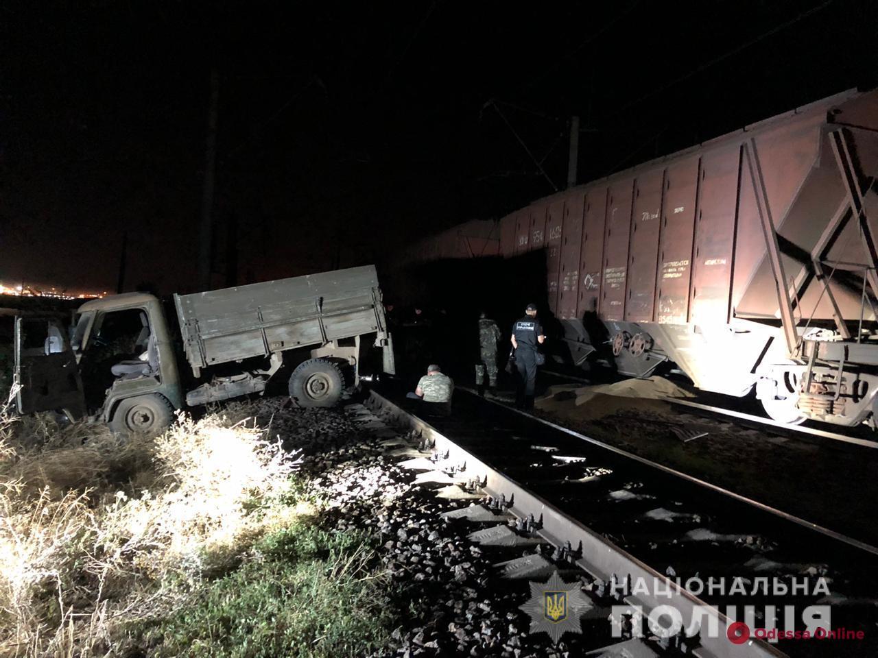 Трое жителей Одесской области воровали зерно на железной дороге
