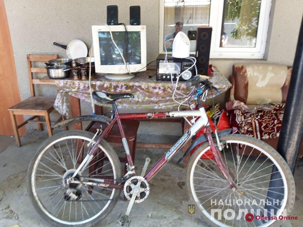 Украли компьютер и велосипед: в Одесской области задержали квартирных воров