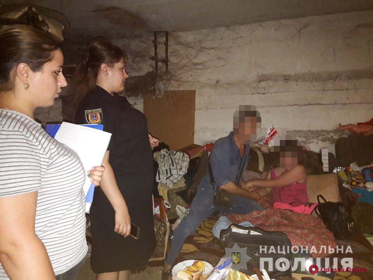 В Одесской области 11-летняя девочка жила с отцом в подвале многоэтажки