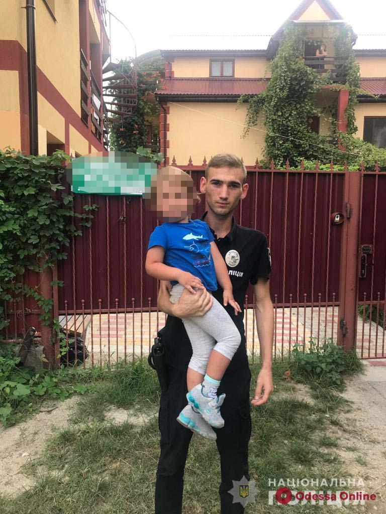 В Затоке полицейские вернули гостям из Молдовы их потерявшегося 3-летнего сына