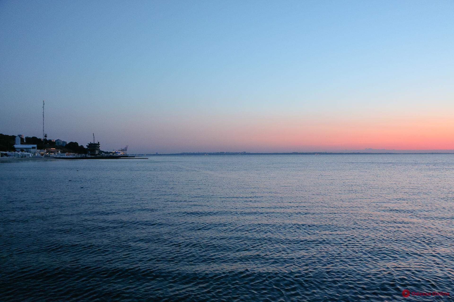 Вода на нескольких одесских пляжах не соответствует нормам
