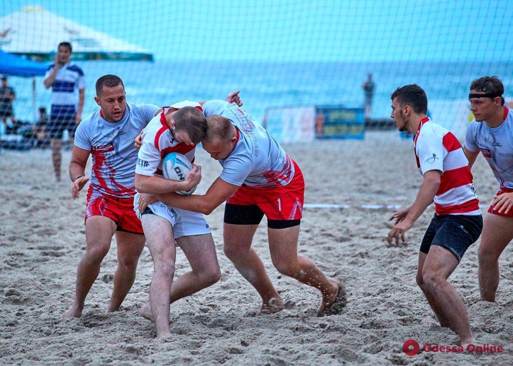 Международный фестиваль пляжного регби в Одессе: британская погода, нешуточные страсти