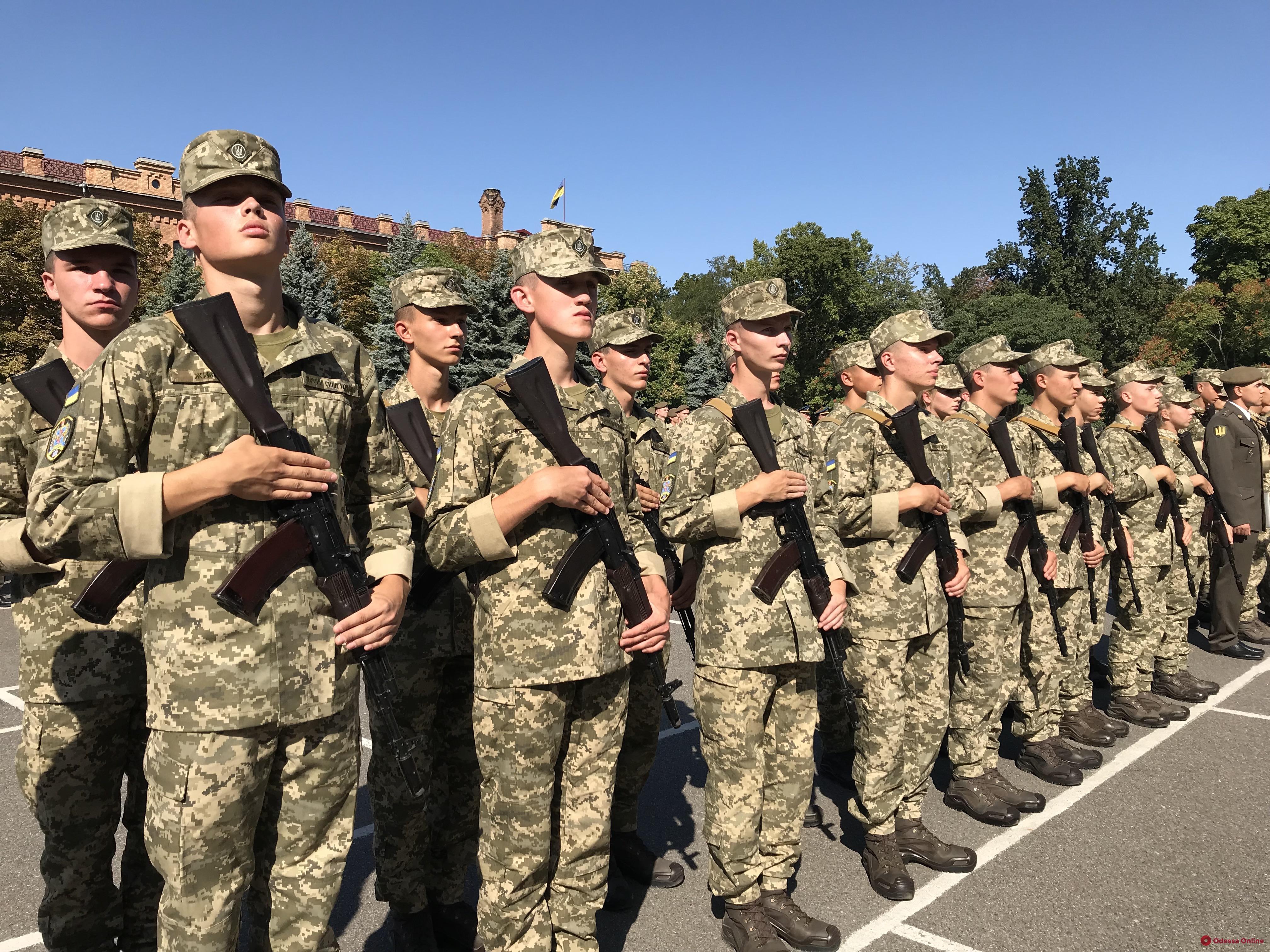 Одесса: 294 курсанта Военной академии присягнули на верность Украине (фото, видео)